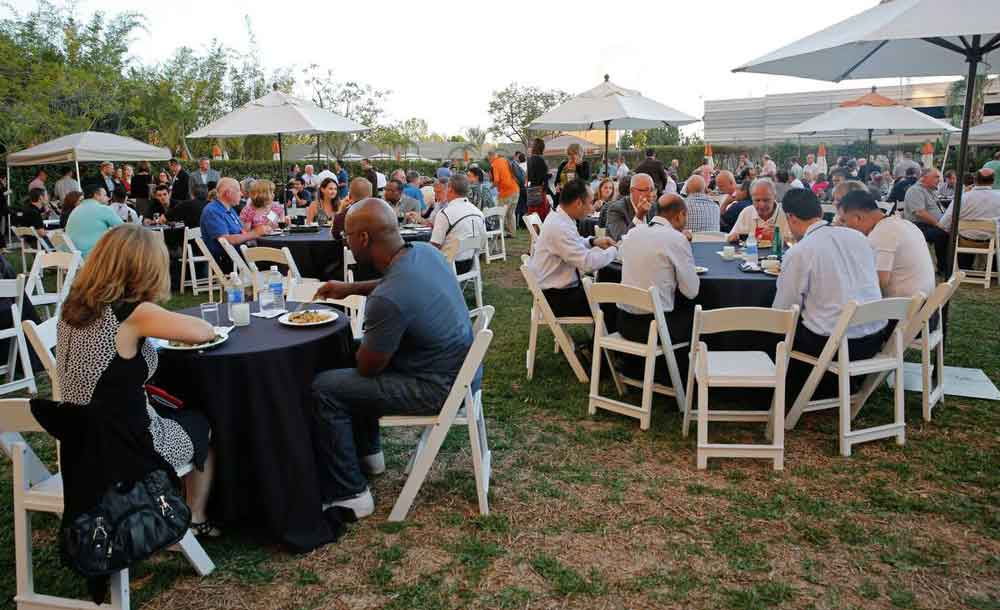 outdoor lunch at Midsize Enterprise Summit West